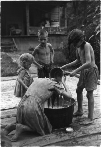 Hair Wash - William-Gedney-Children-by-washtub-oldest-girl-washing-her-hair-c1965